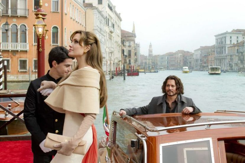 "Angelina Jolie as ""Elise"" and Johnny Depp as ""Frank Taylor"" in THE TOURIST."